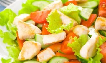 Salata od piletine s ljekovitim biljem